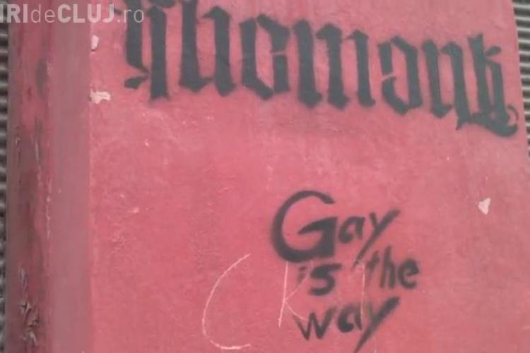 """""""Gay is the way"""", însemne scrise pe o stradă din centrul Clujului - FOTO"""
