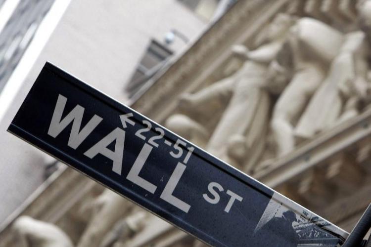 Facebook, Twitter și YouTube interzise pe Wall Street. Vezi aici motivul
