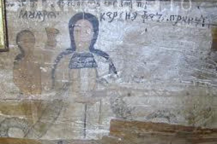 Picturi cu femei în sânii goi într-o biserică din județul Cluj
