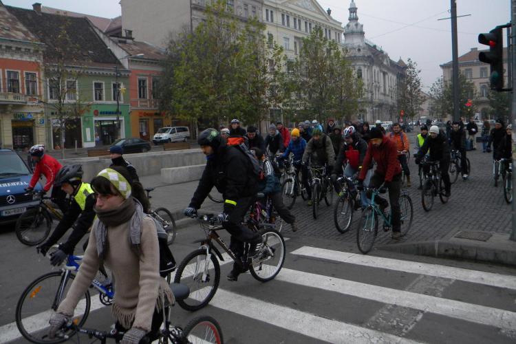 Bicicliștii clujeni au pornit într-un marș prin centrul orașului - FOTO