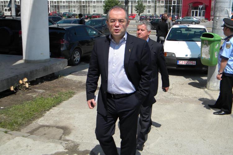 Călin Bultoc a fost în vizită la Emil Boc. SURSE: Contractul nu e semnat