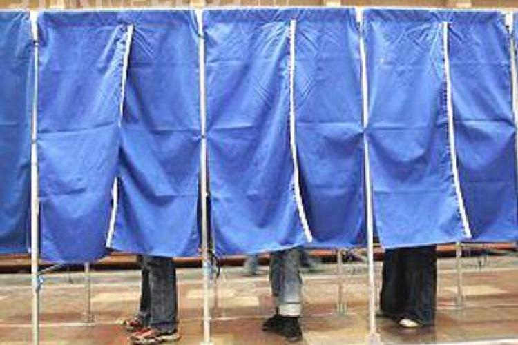 SONDAJ: Mai puțin de 50% dintre alegători știu cine candidează în colegiul lor