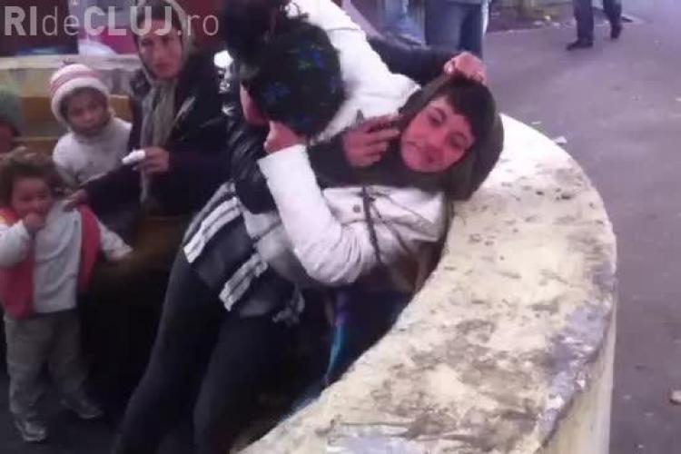 Țigăncile s-au bătut ca la ușa cortului în Piața Mărăști - FOTO și VIDEO