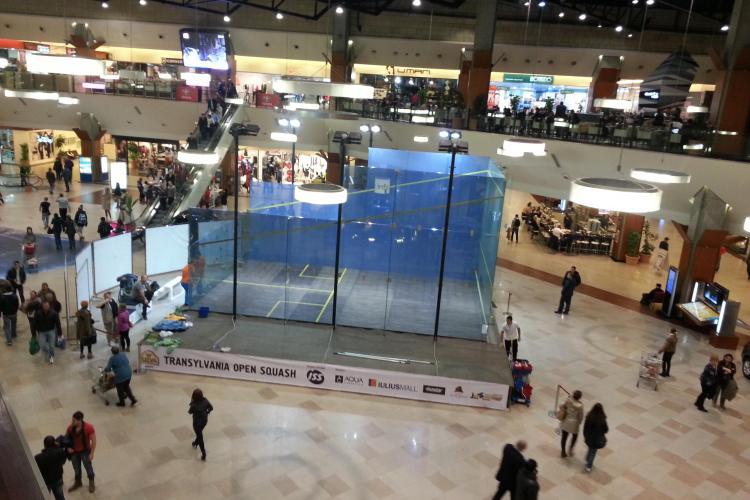 Teren de sport din sticlă, în premieră națională, la Iulius Mall Cluj - VEZI cum arată construcția - FOTO