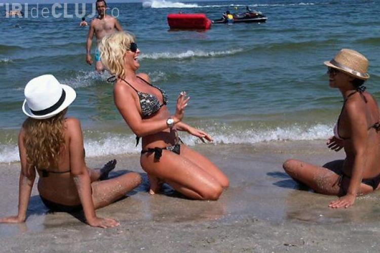 Delia Matache, sexy si cu tigara in mana pe malul marii - FOTO