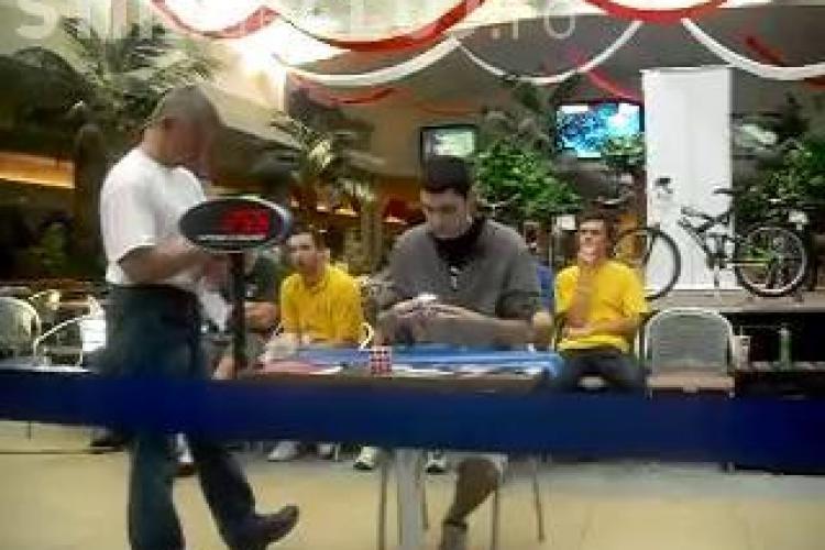 VIDEO - Un tanar a rezolvat un cub Rubik in 11,72 secunde. Competitia s-a derulat sambata la Cluj. VEZI rezultatele!