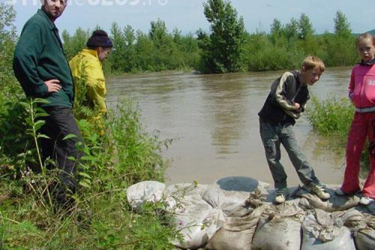 Avertizare hidrologica la Cluj, cu depasiri ale cotelor de inundatie si scurgeri de pe versanti!