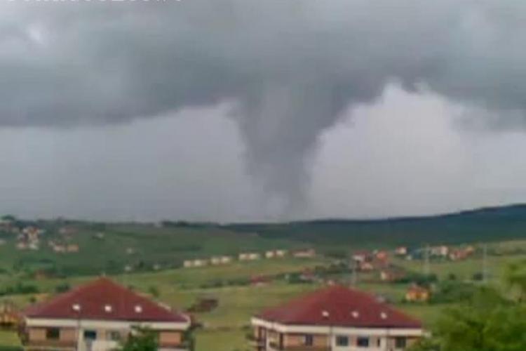 VIDEO - Tornada filmata la Cluj, pe dealurile de la marginea orasului