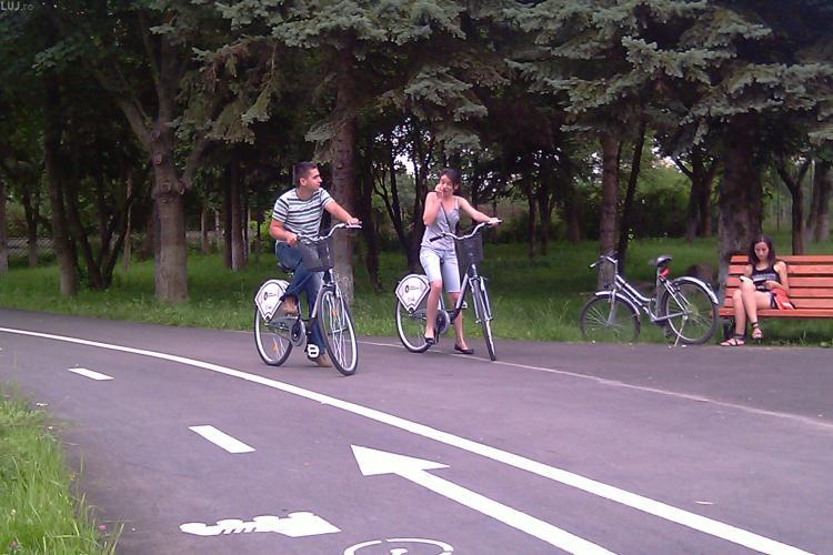 """Bicicletele si pista de pe malul Somesului, asaltate de clujeni in prima zi a programului de """"Bike Sharing"""" - VIDEO si Galerie FOTO"""