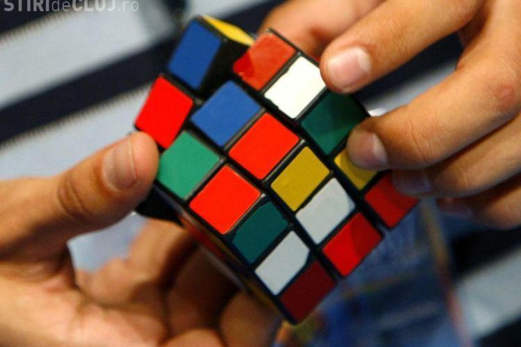 Pasionatii de cubul Rubik se vor intrece sambata la Cluj