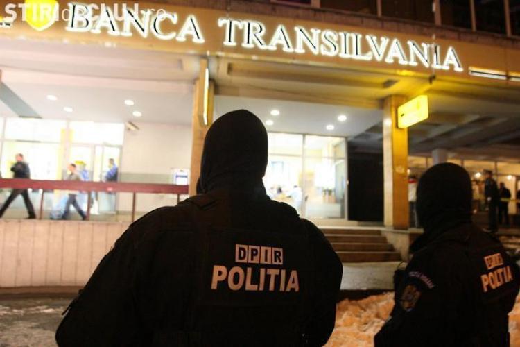 Imaginile surprinse de camerele de filmat in timpul jafului de la Banca Transilvania au fost prezentate in premiera in instanta