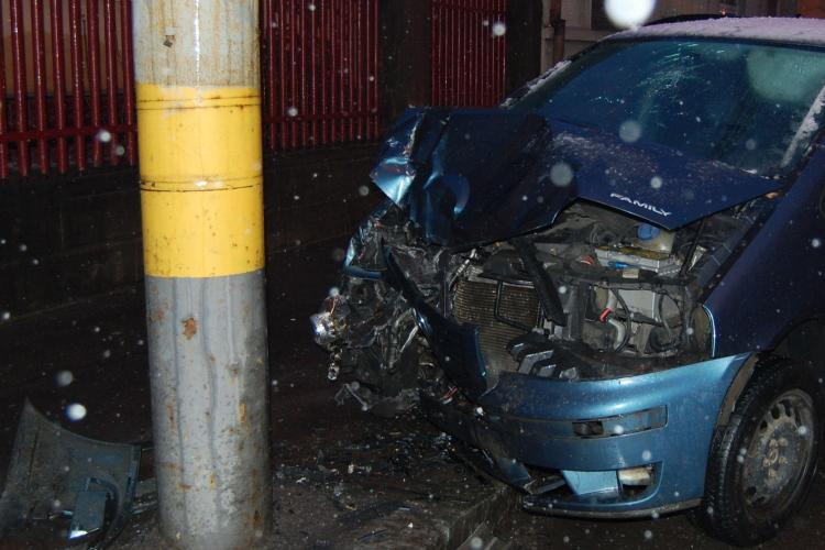 Accident grav in Campia Turzii. O persoana a murit, iar alta este ranita