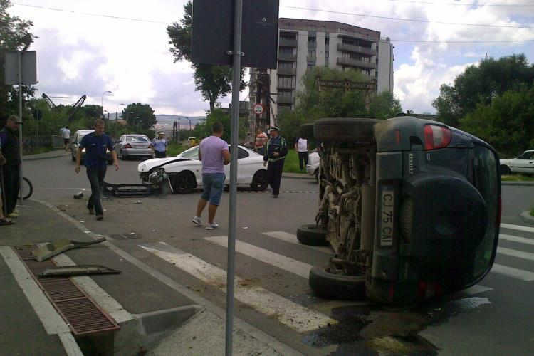 Accident pe strada Nadasel. O masina de teren s-a rasturnat in urma impactului si o persoana este ranita