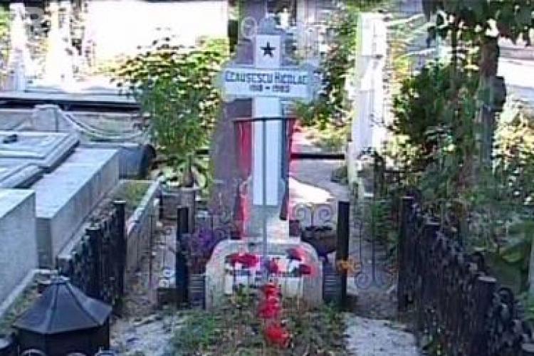 Sotii Ceausescu, deshumati pentru prelevarea unor probe ADN - VIDEO si FOTO