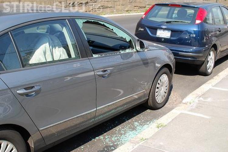 Atentie unde opriti cand aveti probleme la masina! Un clujean s-a ales cu geamul spart, pentru ca un alt sofer era nervos!