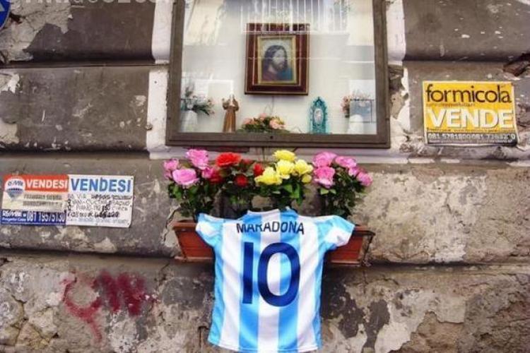 Zeul Maradona este inca divinizat la Napoli! Tot orasul tine astazi cu Argentina. VEZI Galeria FOTO