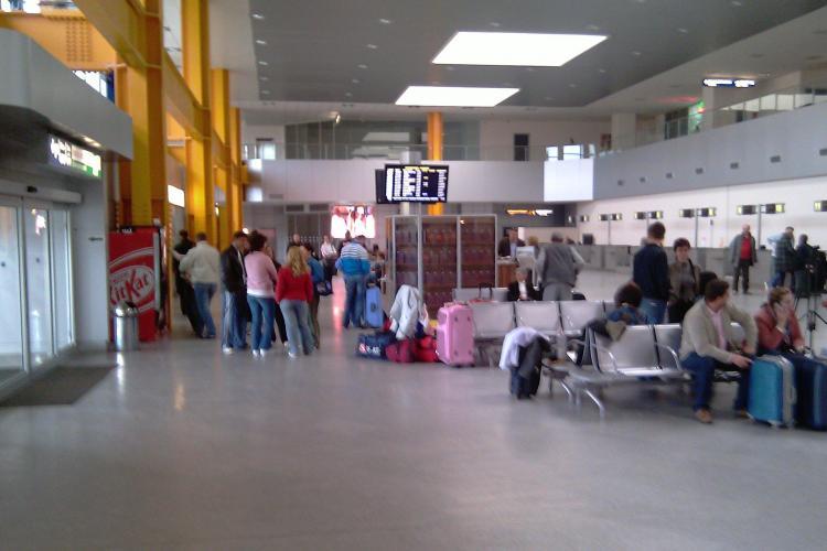 Avionul Wizz Air Cluj - Valencia nu a decolat la timp din cauza unei defectiuni. 150 de pasageri au stat 4 ore in aeroport - UPDATE