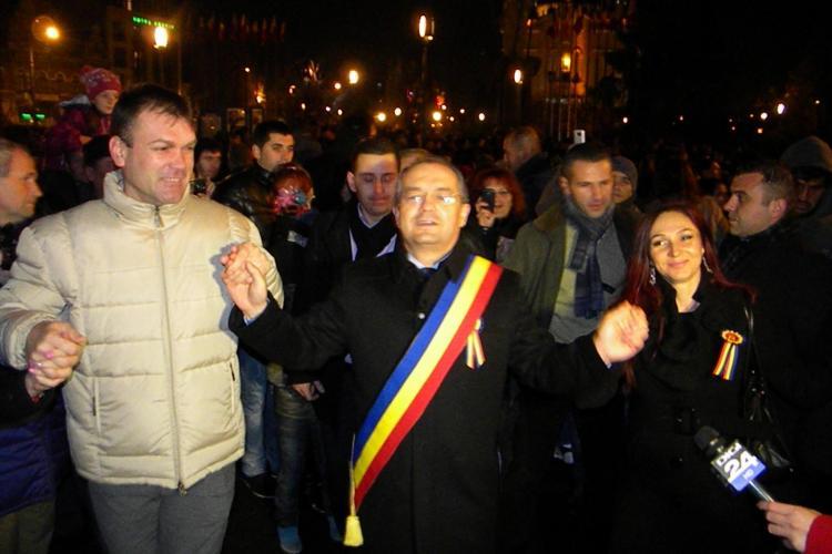 Emil Boc a dansat HORA UNIRII în Piața Avram Iancu - VIDEO și FOTO
