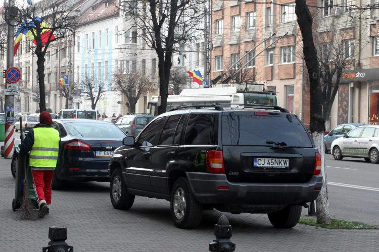 Șeful Poliției Cluj, Ioan Păcurar, parchează pe trotuar ca BOSS -ul - FOTO