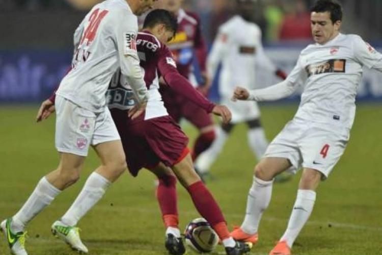 """CFR Cluj - Dinamo 2-1 REZUMAT VIDEO - Arbitrul a eliminat doi """"câini"""" și a pus umărul la victorie"""