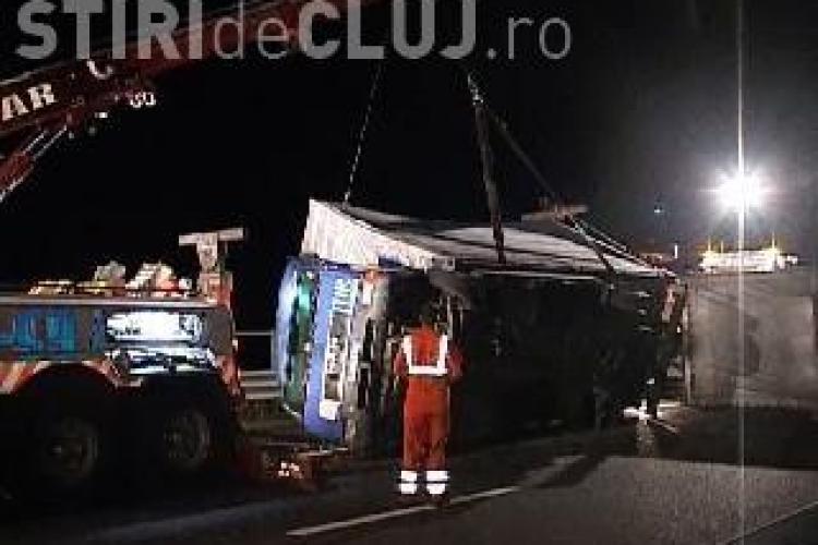 Un autocamion s-a răsturnat pe Autostrada Transilvania
