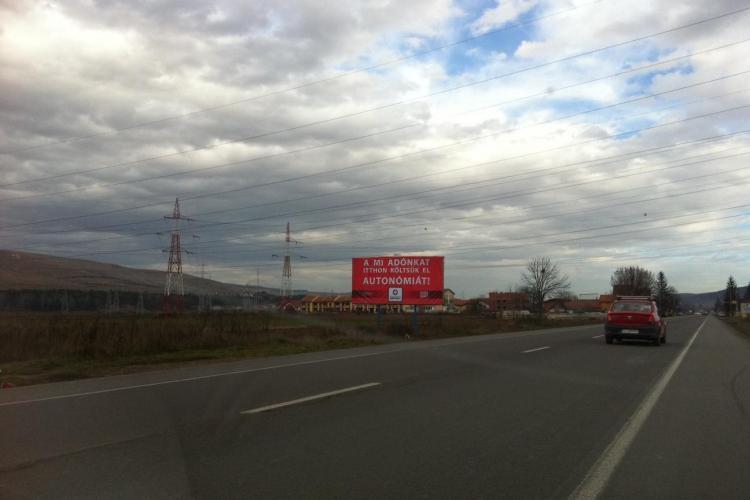 Ungurii de la PPMT au montat un nou panou în Florești. Primăria a ripostat cu tricolorul - FOTO și VIDEO