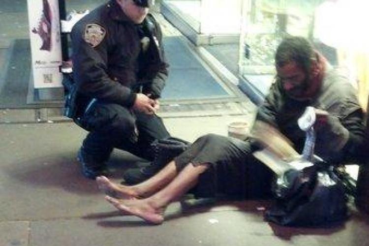 Gestul EMOȚIONANT al unui polițist face impresie pe Facebook - FOTO