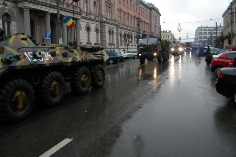 Parada Militară spectaculoasă de 1 Decembrie la Cluj. MIG -urile nu s-au văzut din cauza norilor - VIDEO și FOTO