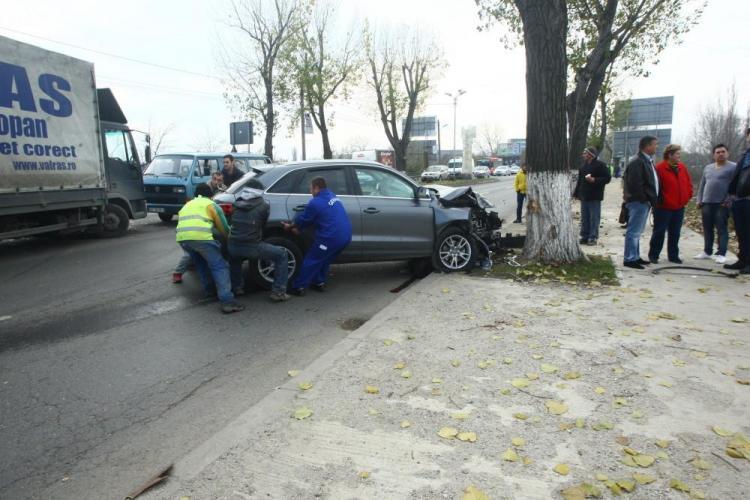 Smiley, implicat într-un accident rutier. Maşina s-a oprit într-un copac - FOTO