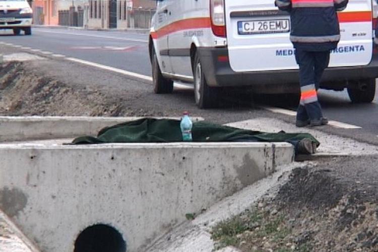Accident mortal la Caseiu! Un bărbat care mergea după ajutoare a fost lovit de un camion - FOTO