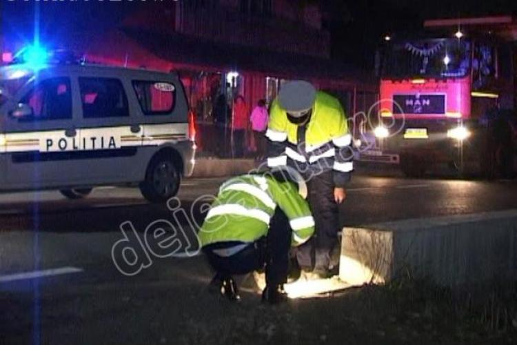 Un șofer de 22 de ani a lovit două persoane într-o stație de autobuz din Urișor și a fugit