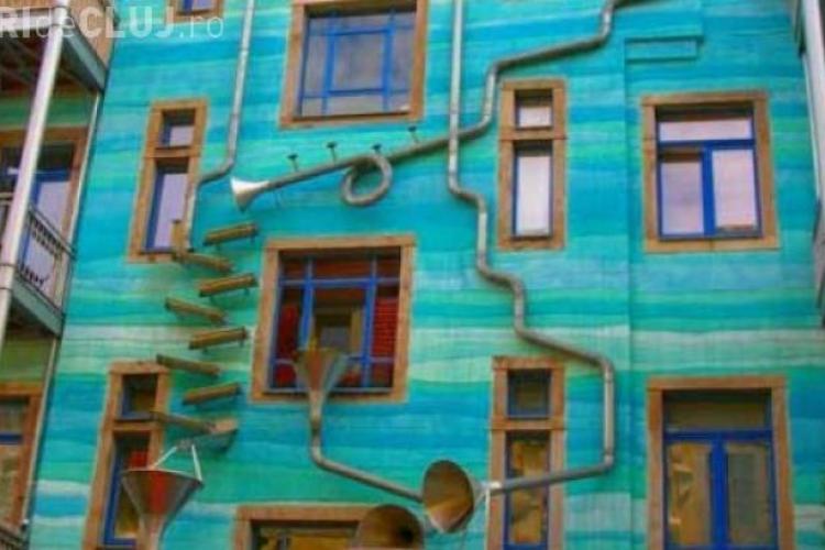 O clădire cântă când plouă. Turiștii sunt atrași ca un magnet - VIDEO