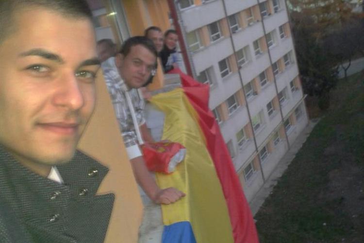 Tricolor URIAȘ amplasat pe un cămin din campusul OBSERVATOR - FOTO
