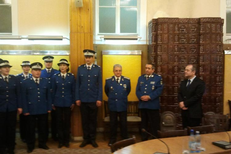 Emil Boc a fost colindat de corul Jandarmeriei Cluj - VIDEO