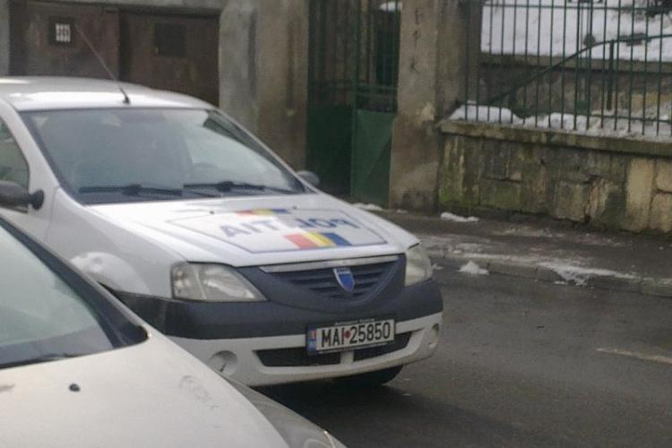 TUPEU de taximetrist! A BLOCAT strada Emil Racoviță și a plecat pur și simplu din mașină. Poliția s-a uitat la el - VIDEO