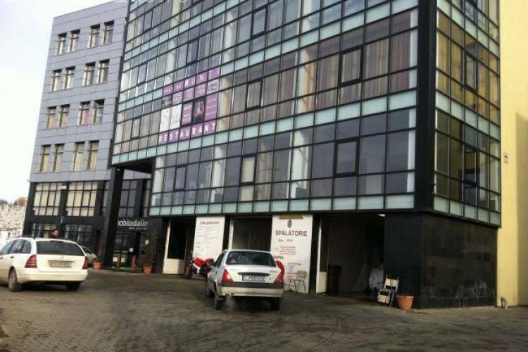 Angajatul unei spălătorii din Cluj-Napoca a furat un Mercedes de 100.000 de euro și l-a făcut praf