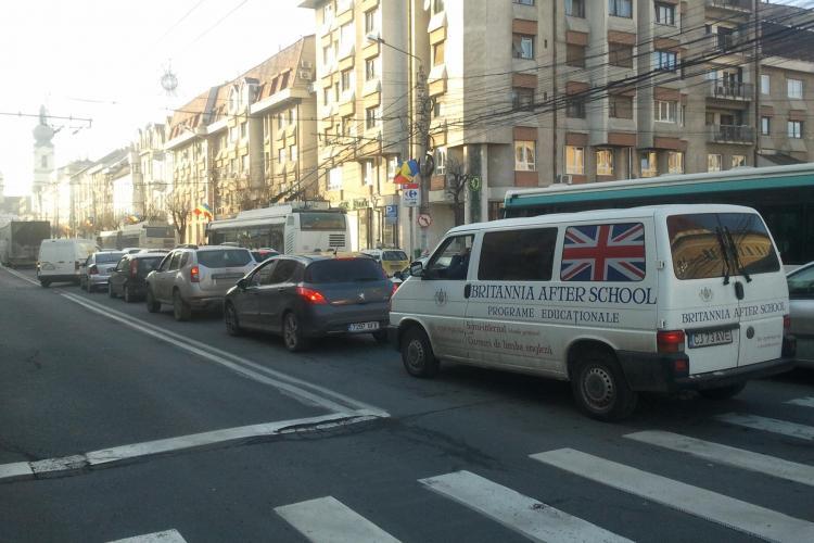 VINE SFÂRȘITUL LUMII? Traficul infernal la Cluj-Napoca. Intersecțiile sunt blocate de mașini - VIDEO și FOTO