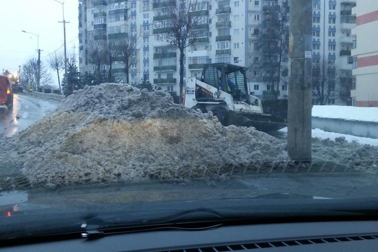 Munți de zăpadă în Cluj în urma deszăpezirii - VIDEO