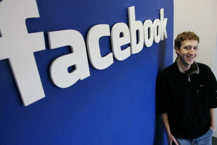 Boss -ul Facebook a donat jumătate de miliard de dolari