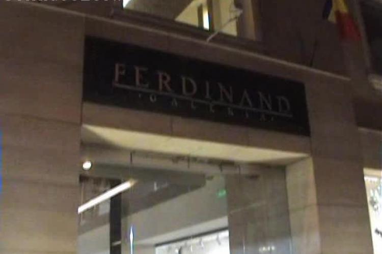 Focuri de armă la Galeriile Ferdinand din Cluj. Fiul patronului i-a amenințat pe angajați cu o pușcă de vânătoare  - VIDEO