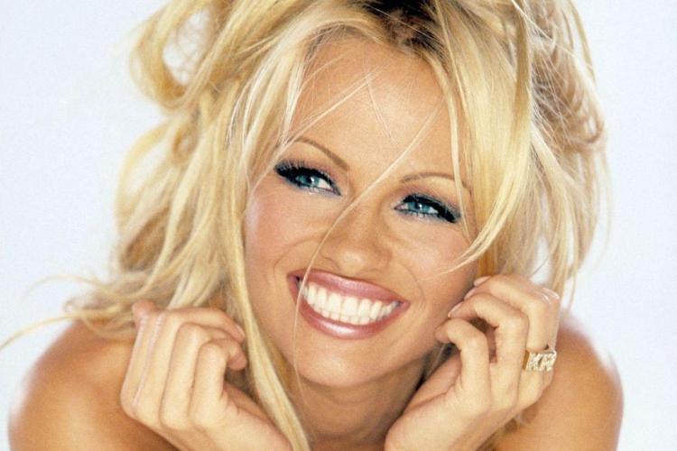 Pamela Anderson, într-o ipostază inedită înainte de Crăciun