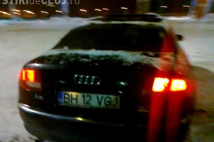 Un bolid Audi A8 face drifturi în parcarea Polus - VIDEO