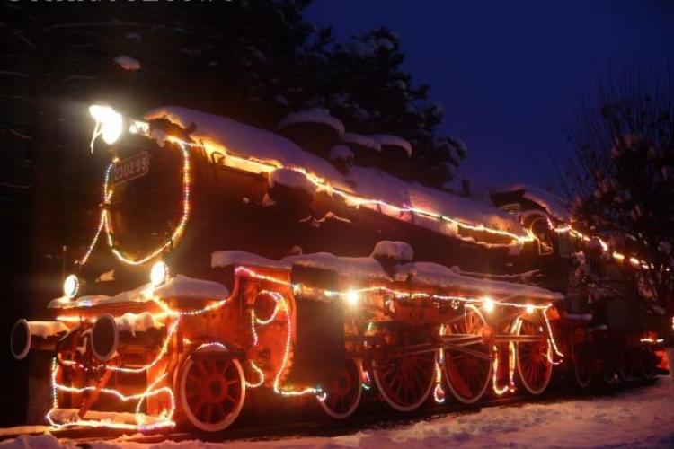 Locomotivele expuse în Depoul Dej-Triaj, împodobite cu lumini de sărbătoare - FOTO