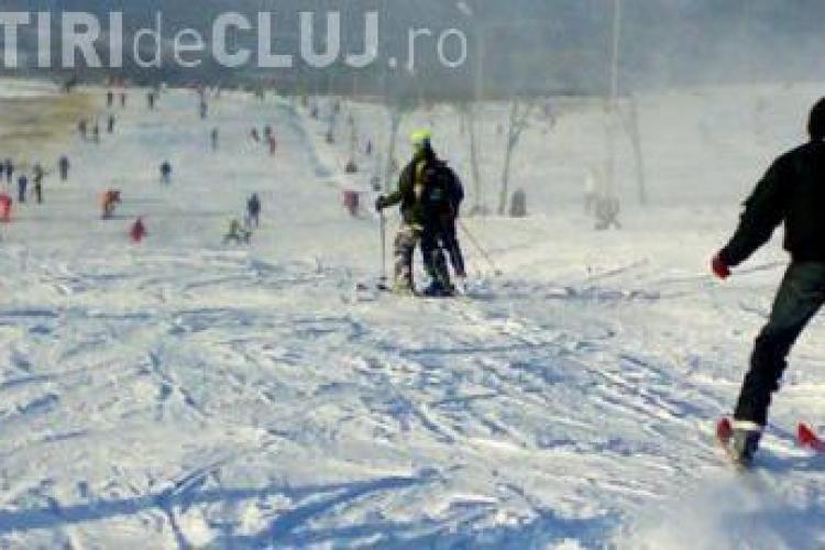 """Copil accidentat la schi pe pârtia din Feleac de un """"nebun"""" cu snowboard"""