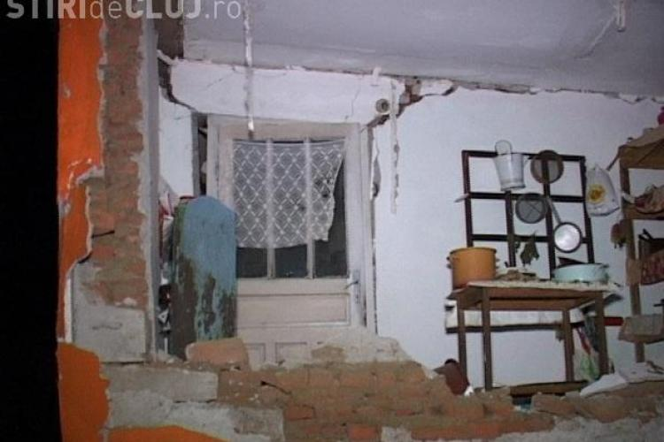 Explozie la o casă din Mănășturel - Dej! Două persoane au fost rănite - VIDEO