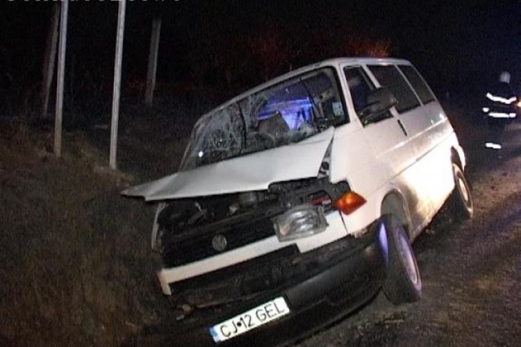 Accident cu un microbuz Cașeiu! Nouă persoane au fost rănite - FOTO și VIDEO