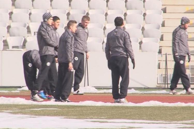 """Lotul U Cluj s-a reunit, dar e CRIZĂ! În echipă sunt 5 juniori de 18 ani, iar cazările se fac la """"tabere școlare"""""""
