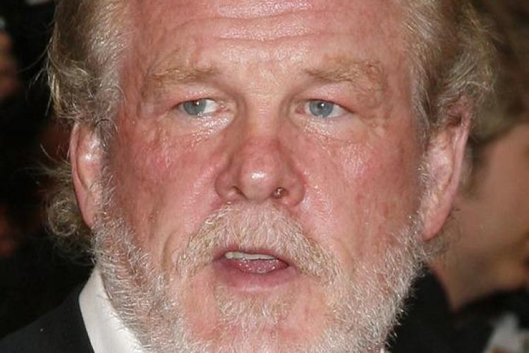 Cum arată Nick Nolte la 71 de ani. Actorul și-a lansat ultimul film în halat de casă - FOTO