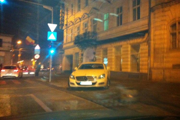 Toma Rus, fostul șef de la Crimă Organizată, și-a parcat bolidul în Cluj-Napoca pe trotuar ca șmecherii - FOTO