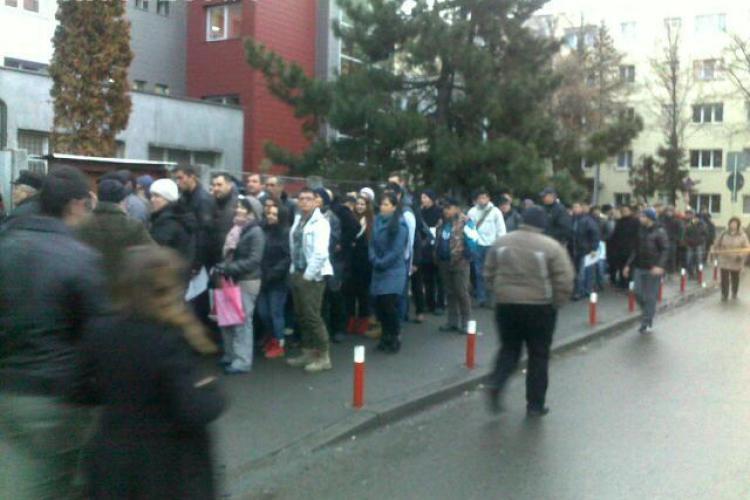 Cozi la Permise pe strada Albac din Cluj-Napoca. Șoferii sunt speriați de analizele medicale - FOTO